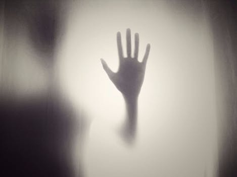 Q 15. Ommetaphobia describes the fear of which body part?